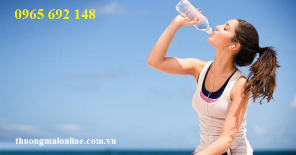 BS cảnh báo về thói quen uống nước